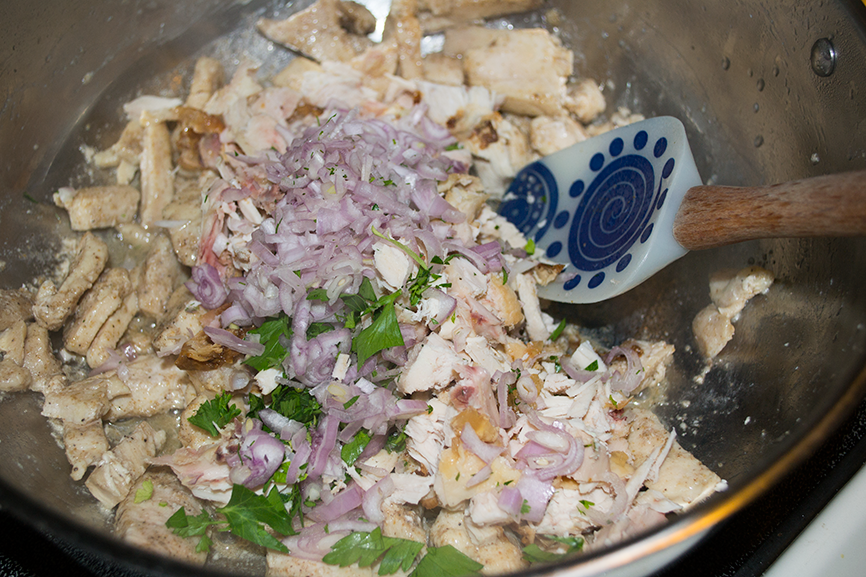 Looking for a healthy chicken salad recipe? This lemon & dill chicken salad is a perfect recipe for just with the use of Greek Yogurt instead of mayo. You can easily eat this as is, on a sandwich or even a wrap.